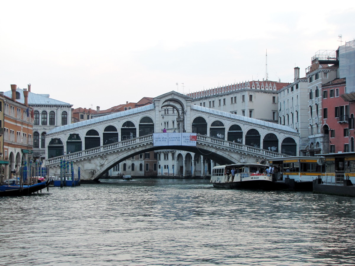 How to Get Around Venice on the Vaporetto