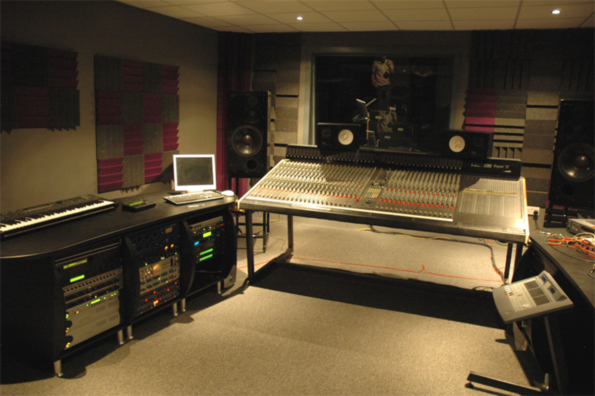 4 budget studio monitor speakers the best options under 300 spinditty. Black Bedroom Furniture Sets. Home Design Ideas