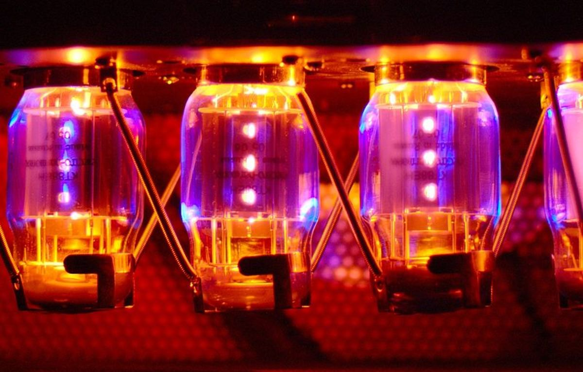 Tube Amp vs Solid State: Which is the Best Guitar Amp for You