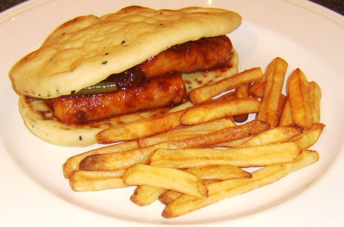 Spicy tomato and green bean sausage naan bread sandwich with chips/fries