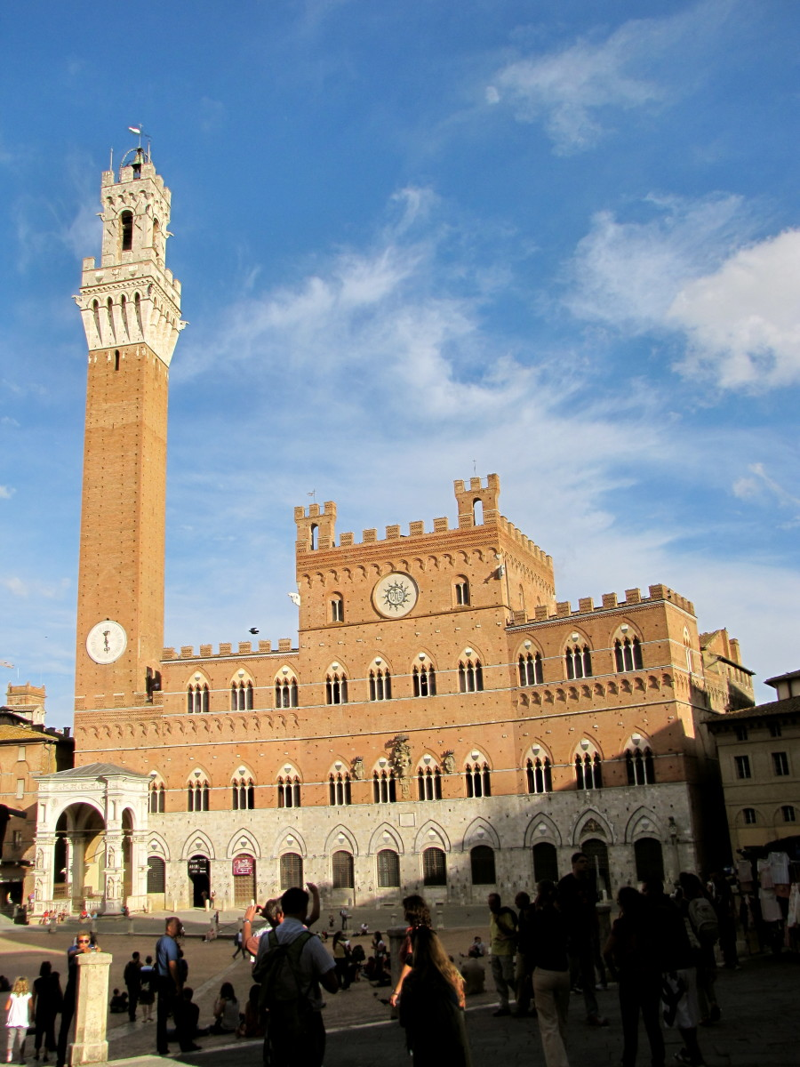 Visiting the Piazza del Campo of Siena, Italy