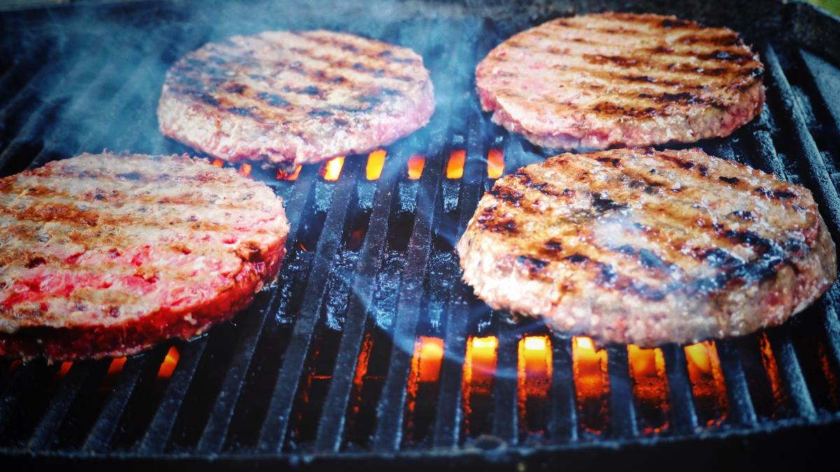 How to Plan and Host a Successful Summer Barbecue Party