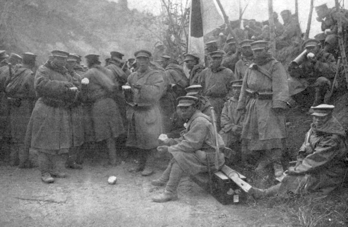 World War I: Japanese troops taking part in the assault on Tsing-tau (China) stopping for lunch.