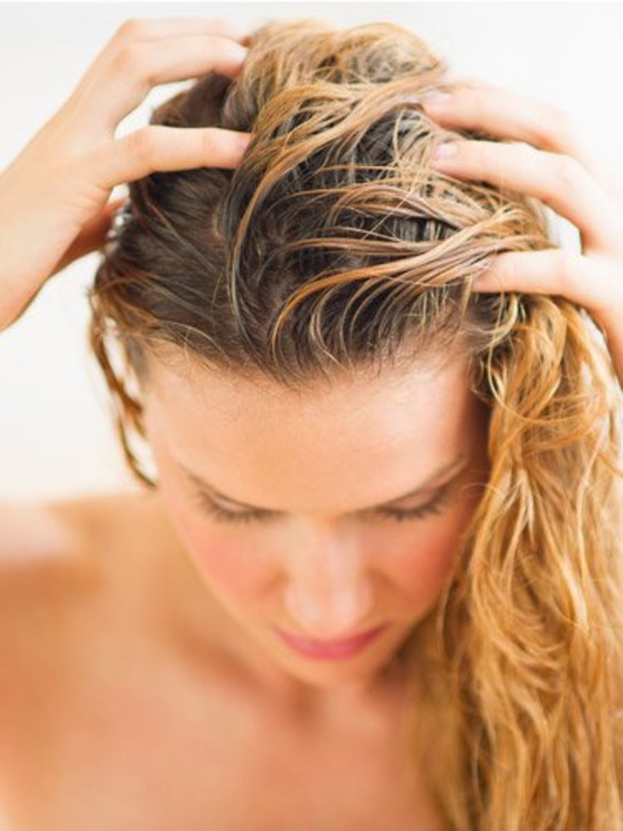 Why Use Dry Shampoo? The Pros, Cons & Brand Choices