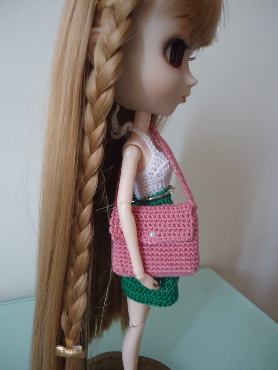 Barbie Laptop Messenger Bag (Free Crochet Pattern)