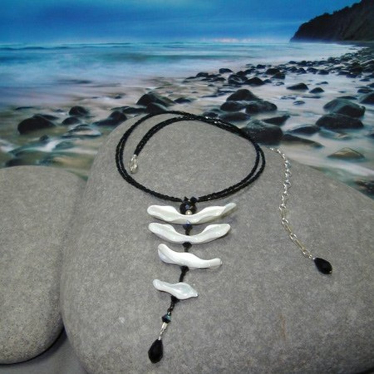 Sea shells can be used to make unique and beautiful jewellery pieces.