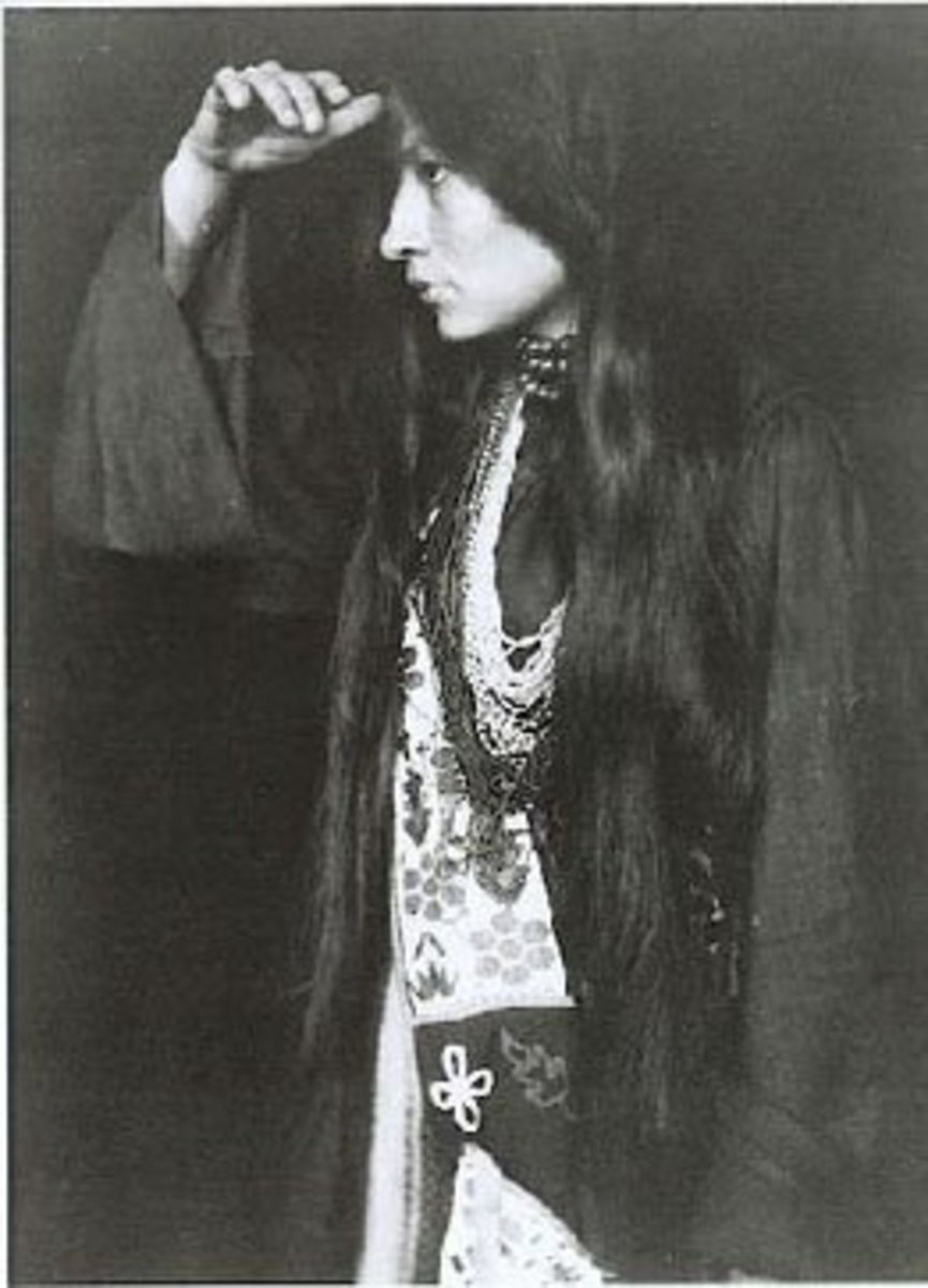 """Defining a Life: Zitkala Sa's """"Soft Hearted Sioux"""""""