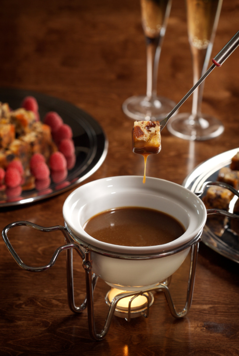 Easy (and Best) Chocolate Fondue Recipe