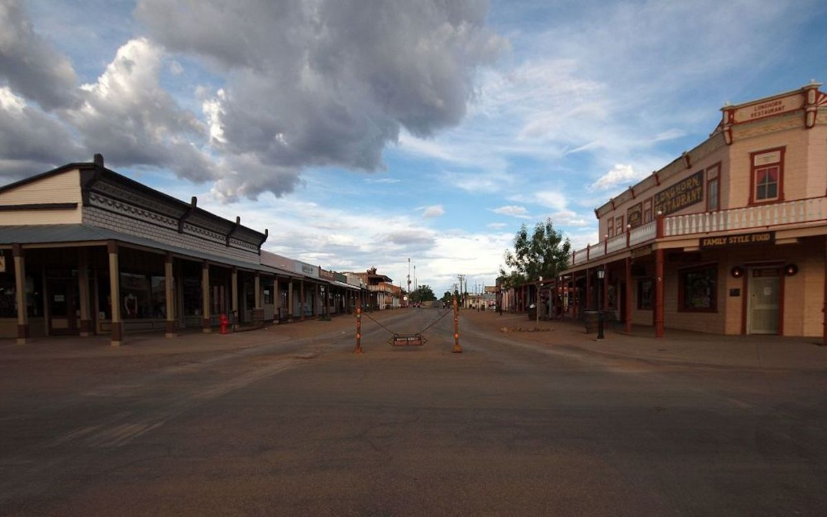 The intersection of Allen Street and 5th Street in the Tombstone Historic District.  By Ken Thomas - KenThomas.us(personal website of photographer), Public Domain, https://commons.wikimedia.org/w/index.php?curid=11550659