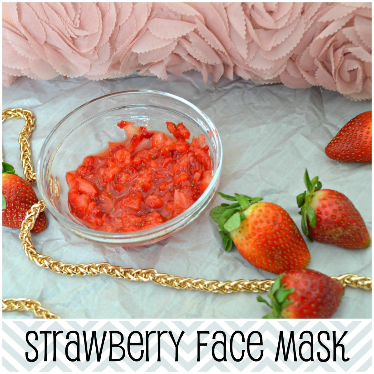 Beauty DIY: Strawberry Face Mask with Yogurt & Honey