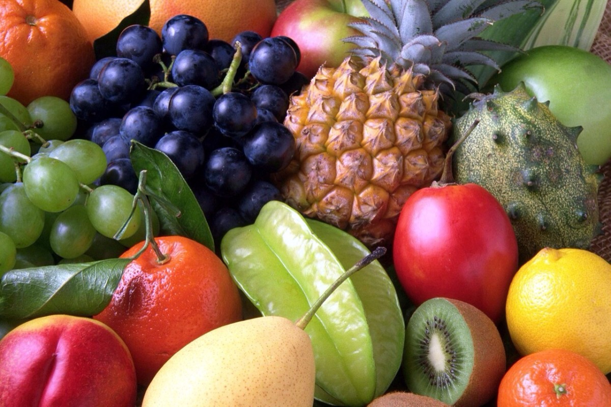 Many raw fruits are rich in vitamin C and other nutrients that may help to control asthma.