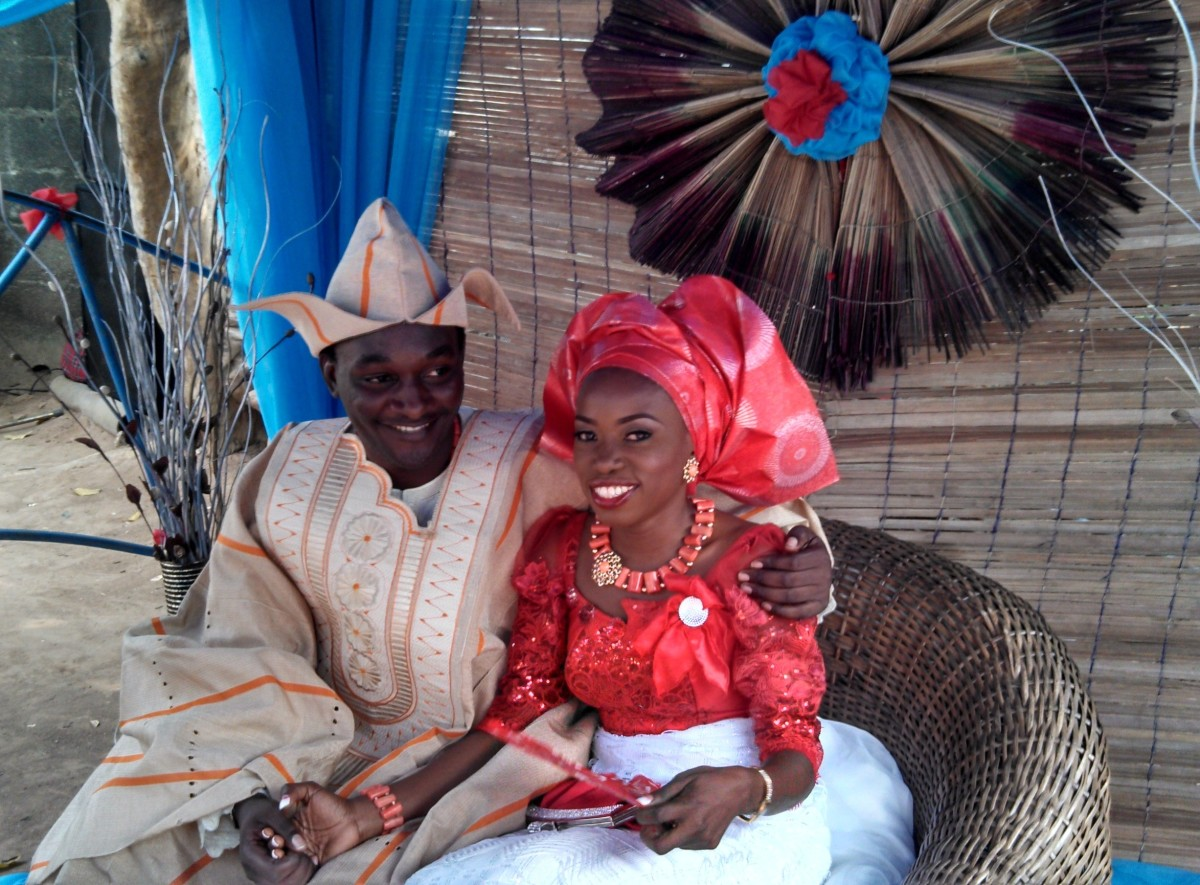 Meet the bride and groom! The groom is in the Agbada (Dashiki) outfit with the doggy-ears styled cap (Fila Abeti Aja). The Bride donned her Ibo Traditional Attire.