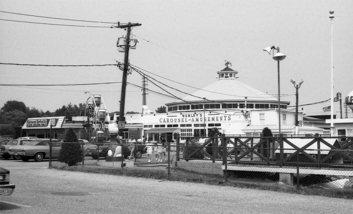 Nunley's in Baldwin, Long Island. It was one of the first amusement parks combined with a restaurant. It's success would lead to a short lived trend of family restaurants with adjoining amusement parks.