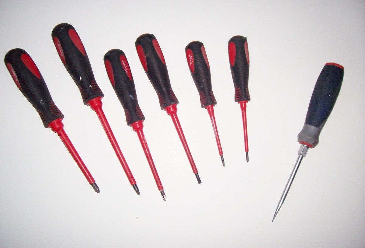 An assortment of insulated screwdrivers, plus a heavy-duty one for slicing metal.