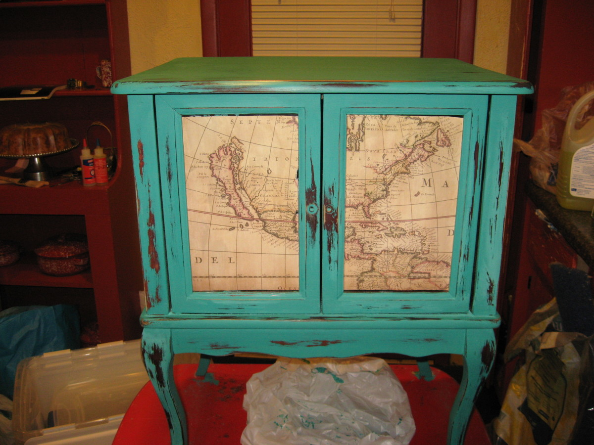 My small DIY chalk paint cabinet.