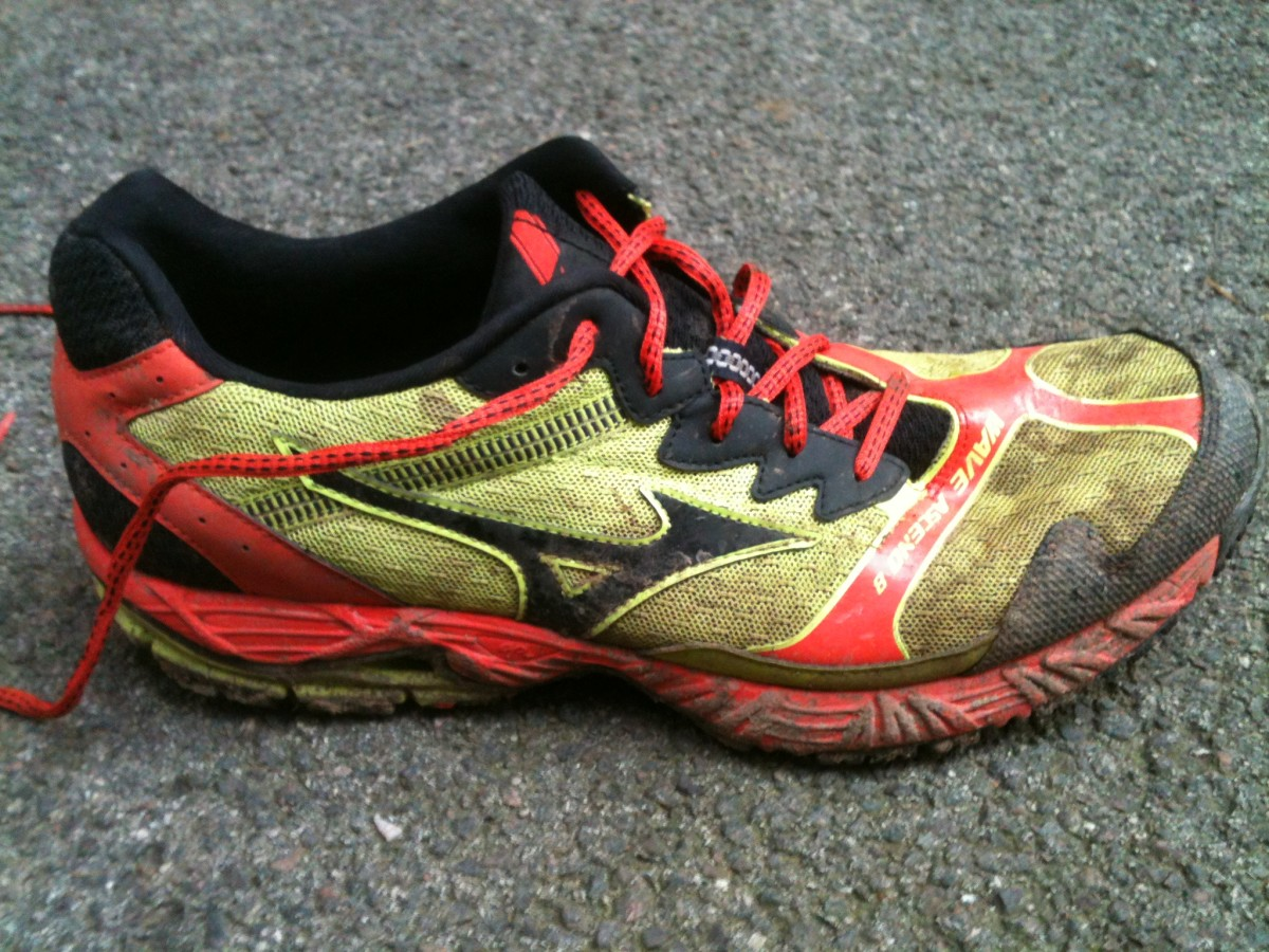 They're a little muddy now but you can still see the bright colourscheme of the Mizuno Wave Ascend 8 trail running shoe