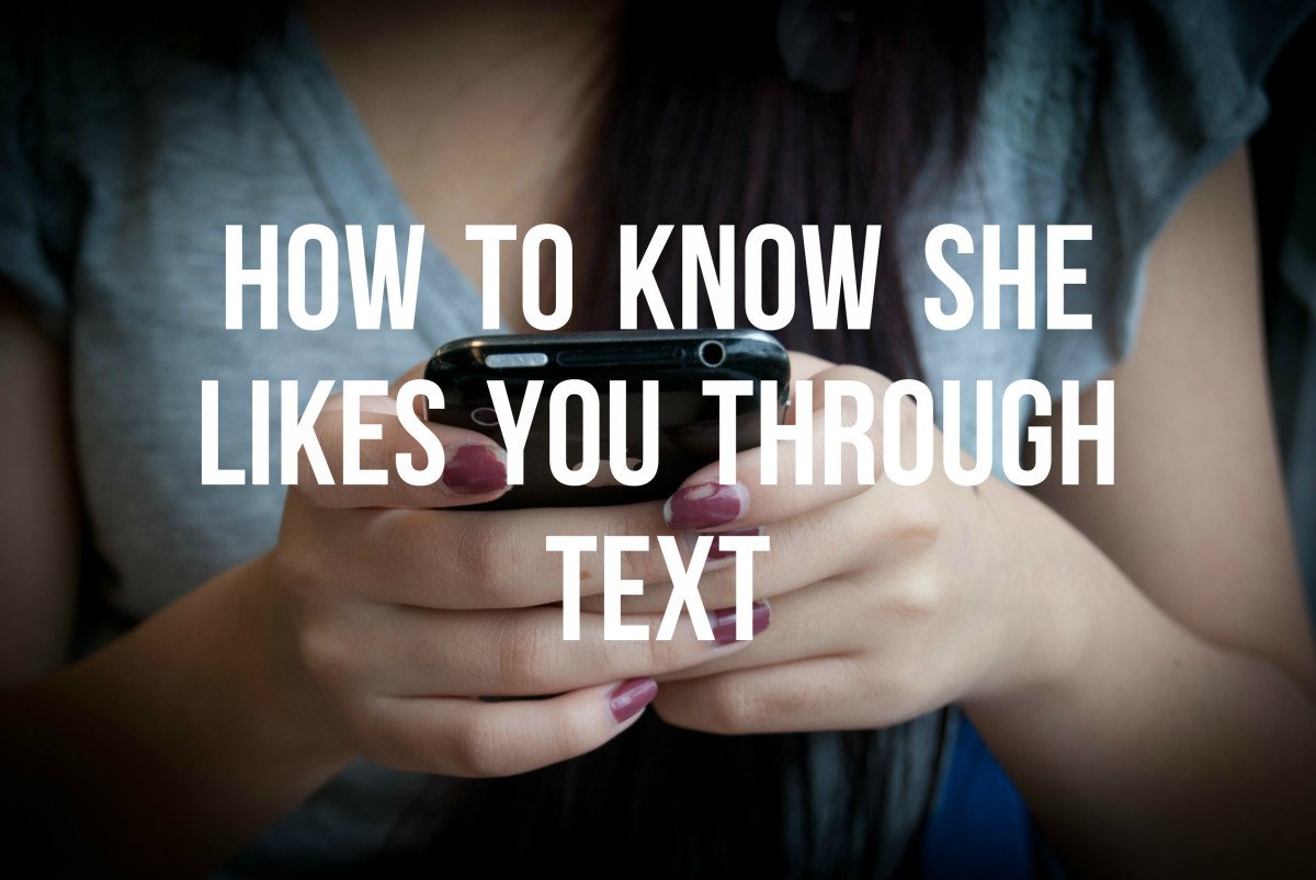 Signs She Likes You Through Texting