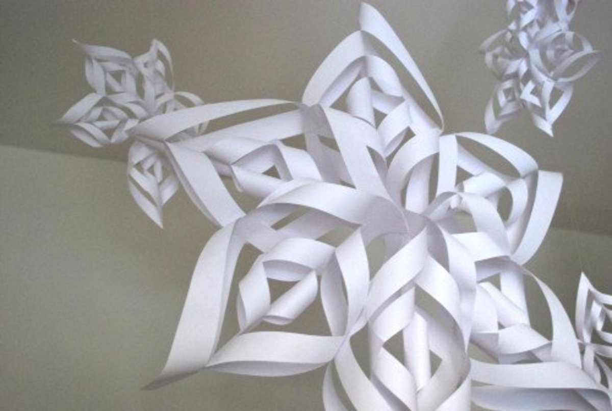 How to make an easy but effective 3D paper snowflake. A great Christmas decoration for the family to make.