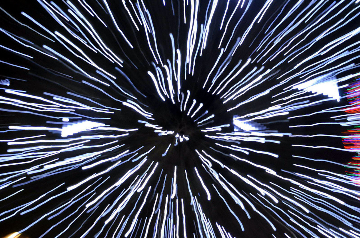 is-faster-than-light-travel-possible-alcubierre-warp-drive-wormholes