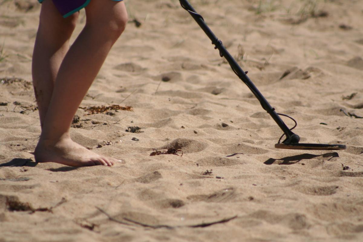 金属探测器高度可调。和你的孩子在海滩上散步很容易成为一场寻宝活动!