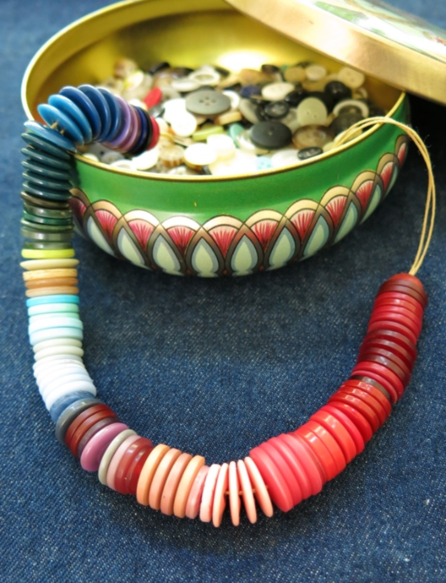 DIY Jewelry Craft:  How to Make a Colorful Ombré Necklace With Buttons