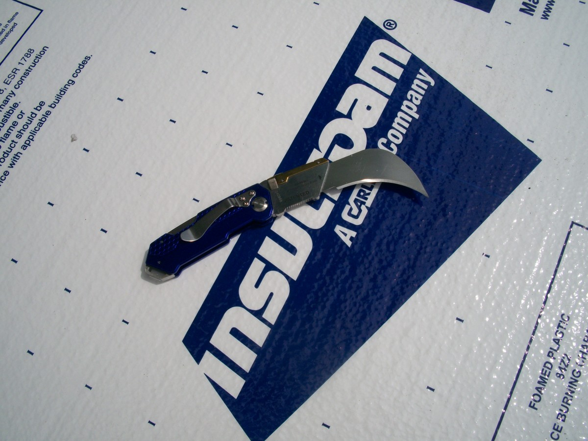 The linoleum blade in the Kobalt all-purpose knife