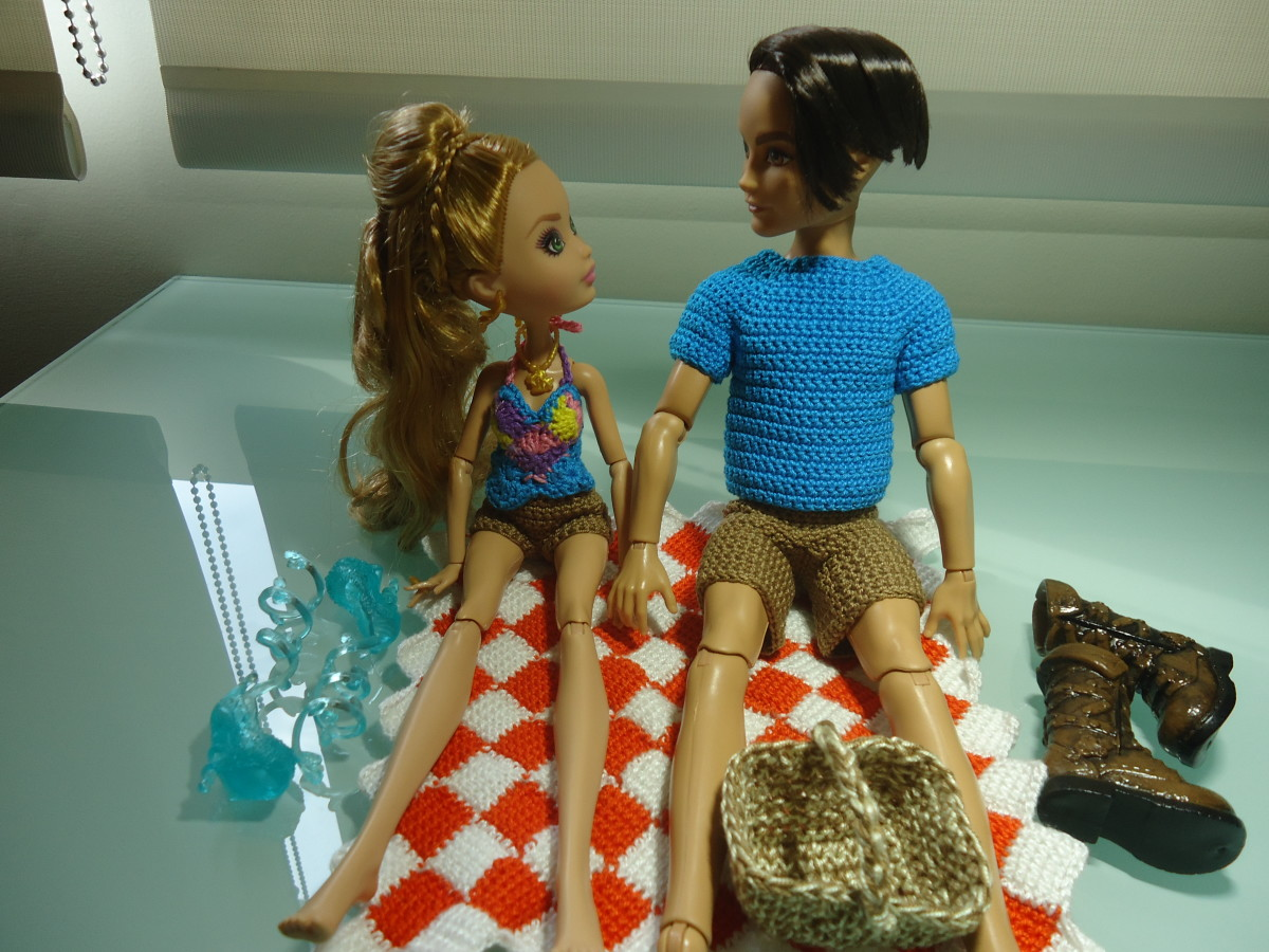 Ever After High Dolls Going on a Picnic (Free Crochet Pattern)