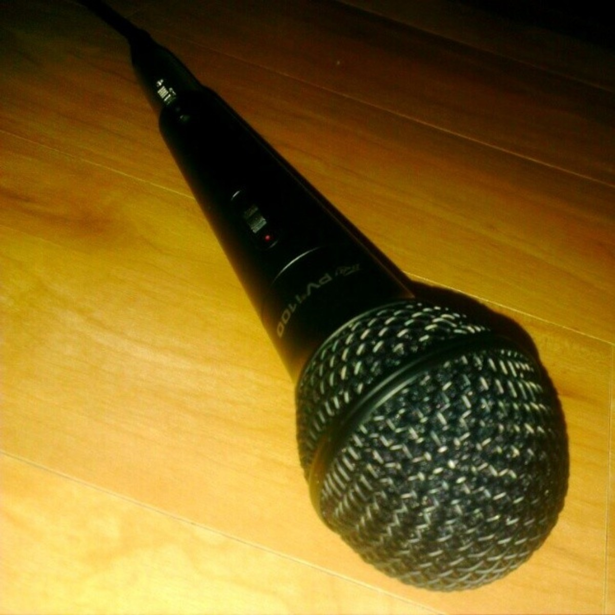 Peavey PVi 100 Dynamic Microphone Review—Best Cheap Microphone?