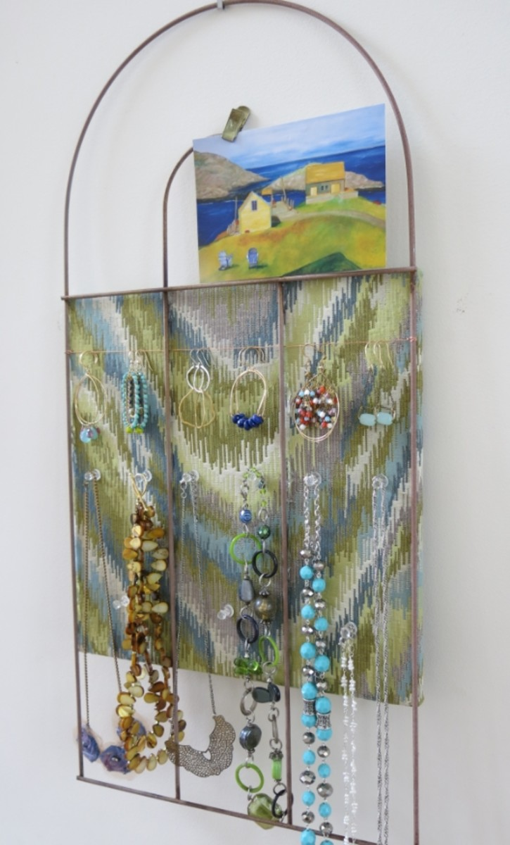 DIY Craft:  Recycle a Garden Fence into a Creative Bulletin Board or Jewelry Display