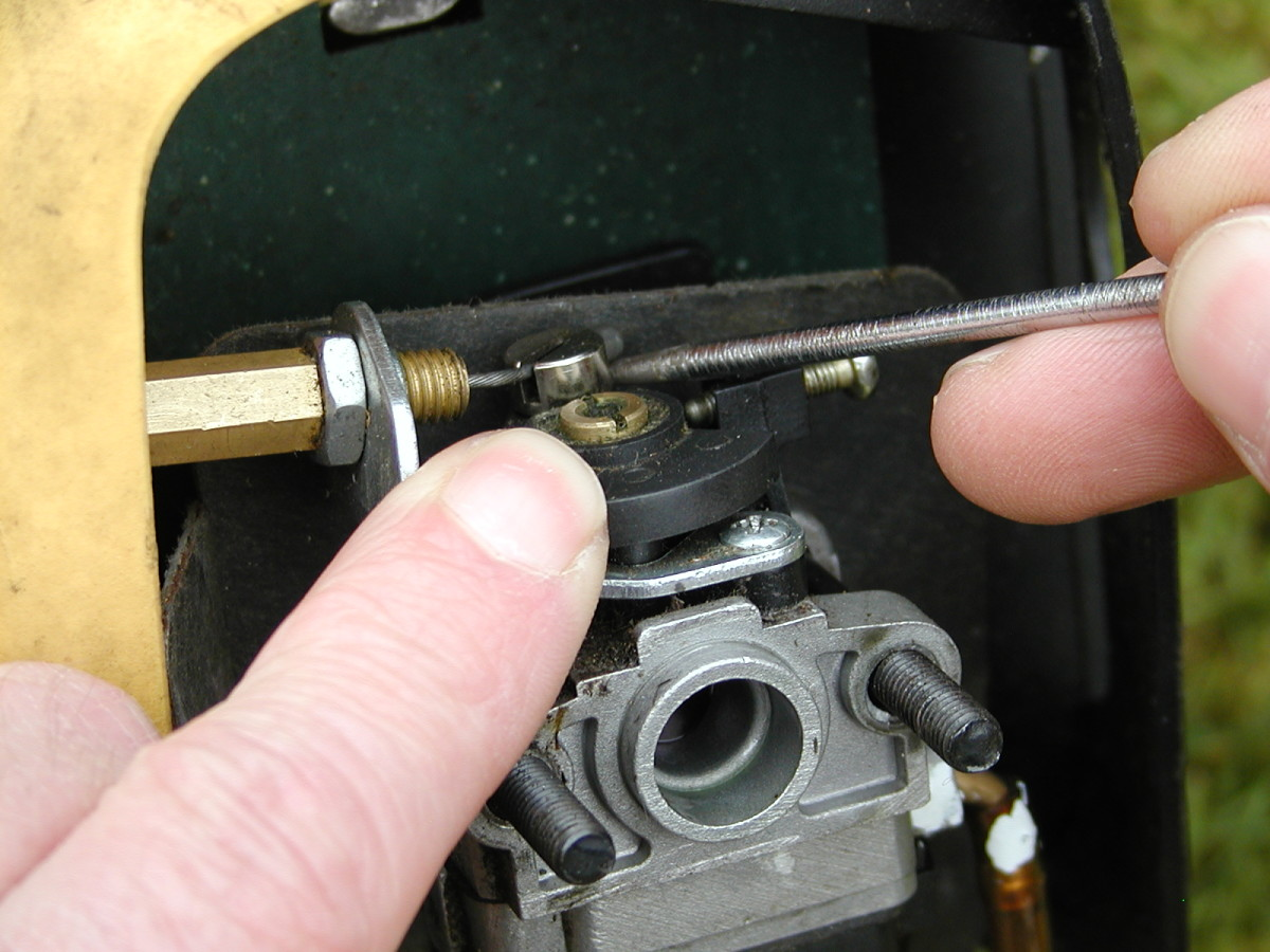 Remove the end of the throttle cable.