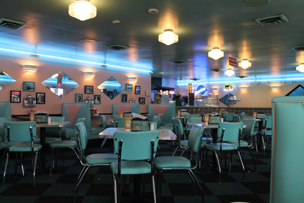 A lovely retro diner near Graceland in Memphis, Tennessee. Note the neon lights and the color palette.