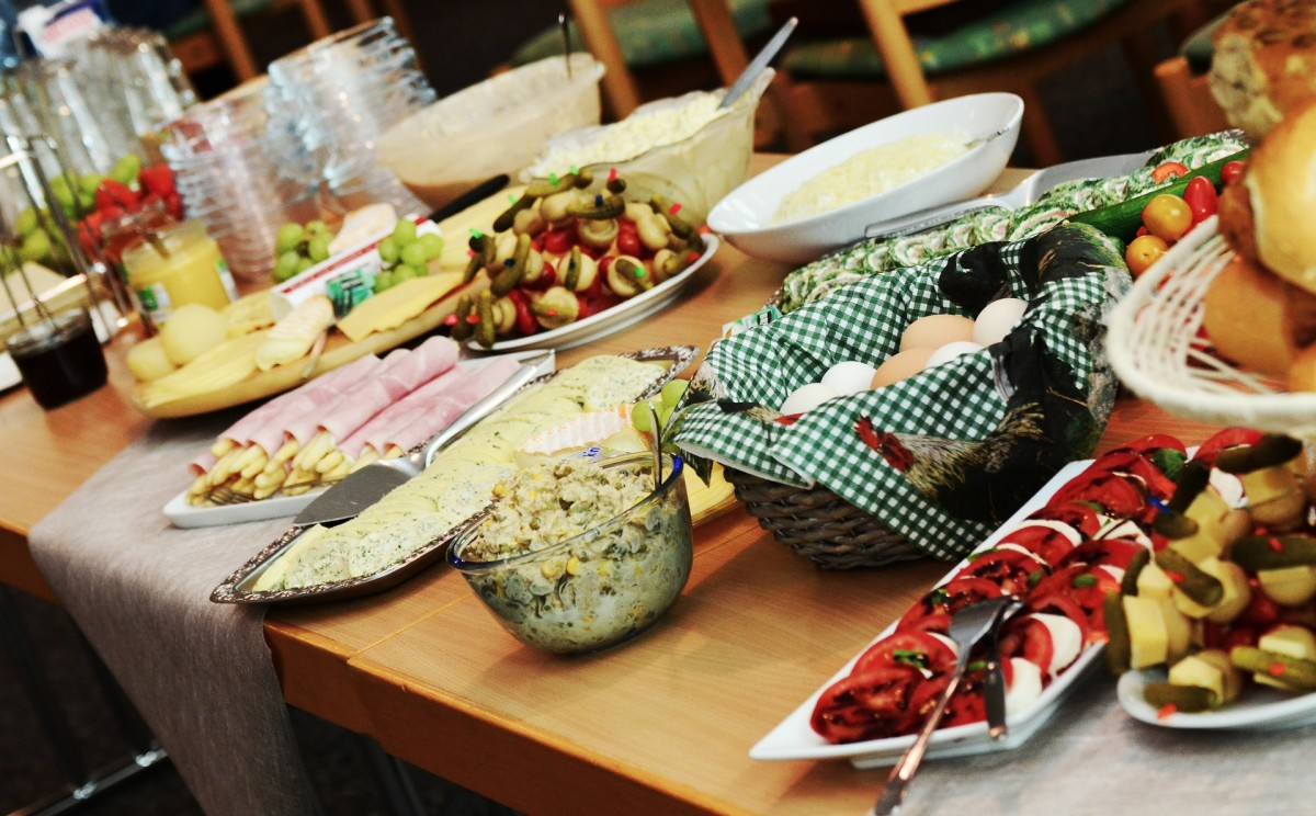How to Organize a Potluck at Work: Tips and What to Avoid