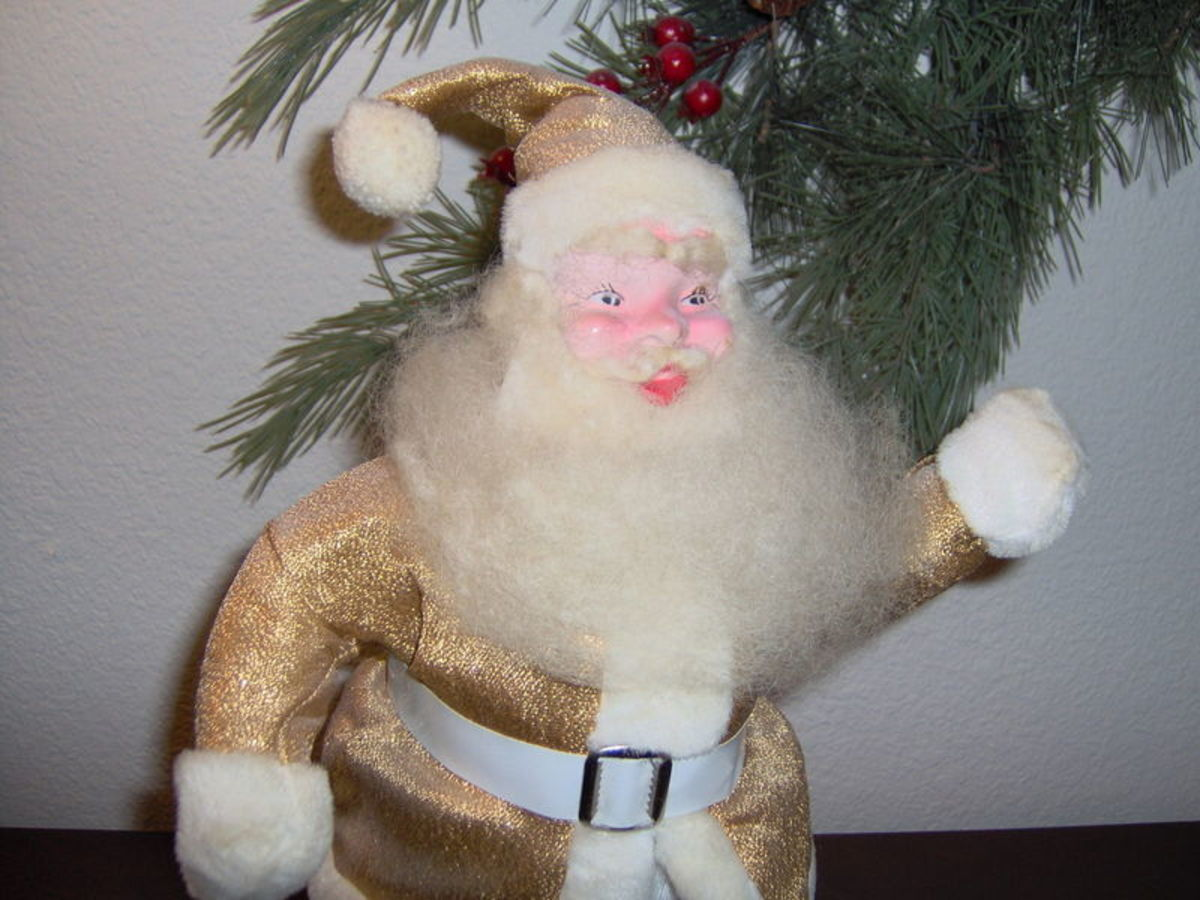 The first year for production of the smaller made for the consumers Santa's was 1957. The 15 inch Santa Claus made in 1957 was the first item Harold Gale ever aimed at Christmas shoppers, rather than department store displays that he made.