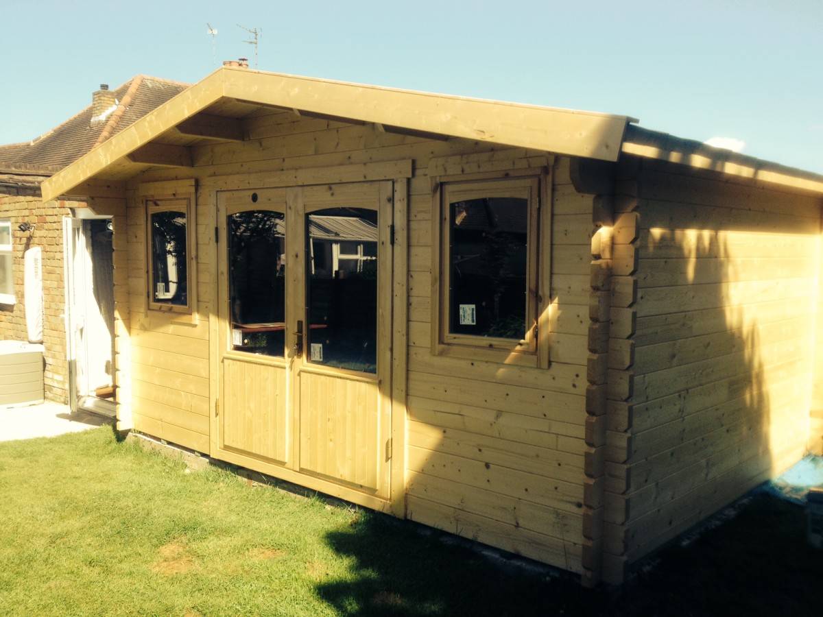 Review of Lillevilla Log Cabins and Summer Houses With Pictures of the Construction