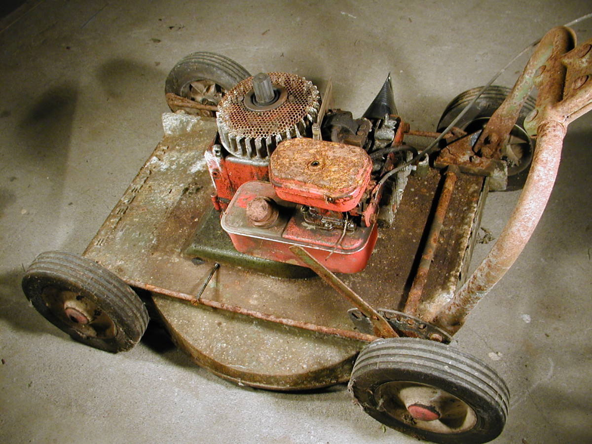 This mower has been stored in a leaking shed and rusted up for over 20 years without being started. I'm going to check out the points and carburetor to see if it's ok. This machine has a pump-and-weir type carburetor.