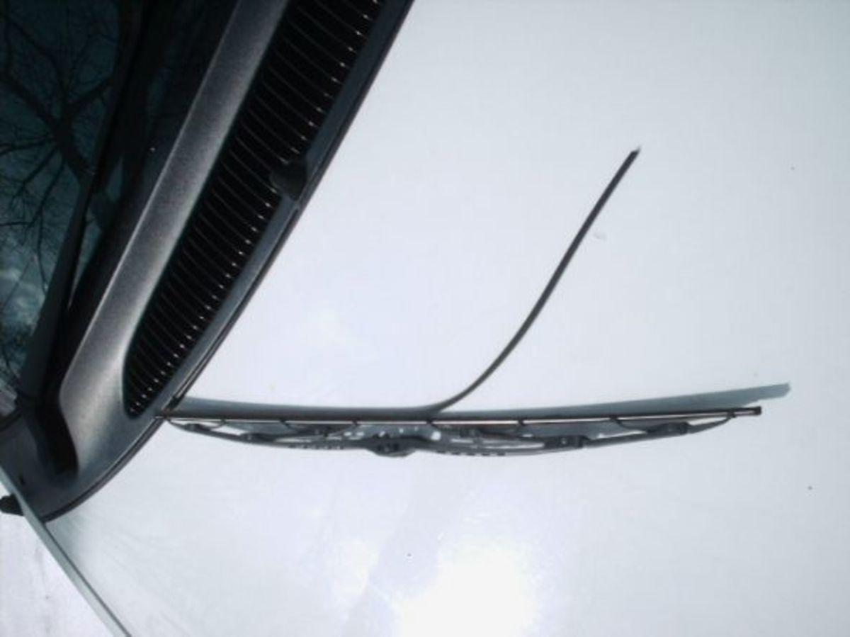 how to change a windshield wiper blade hubpages. Black Bedroom Furniture Sets. Home Design Ideas