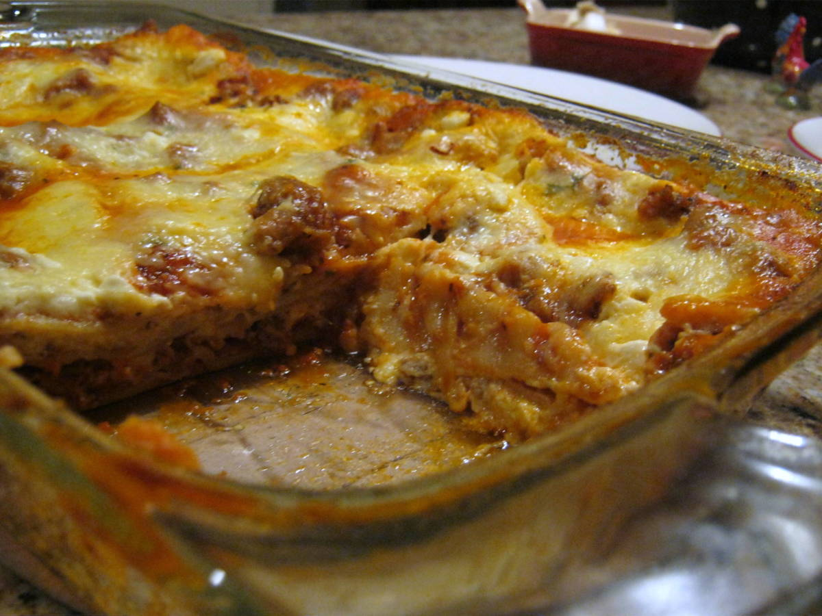 Delicious lasagna with meat sauce. The recipe is simple, but the results are amazing!