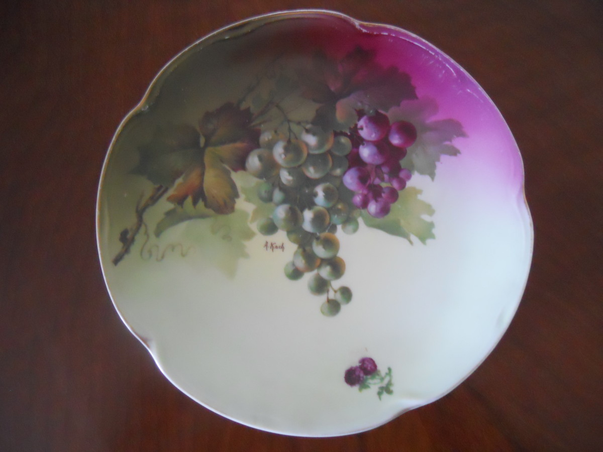 Jaegar & Company Plate in Grape Design