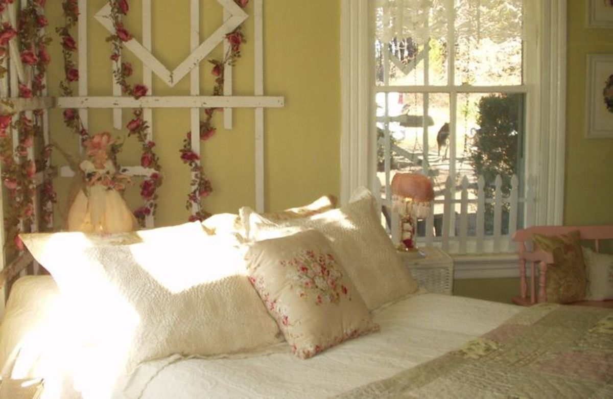 Vintage bedding gives the bed a comfy cottage look.