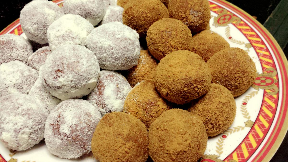 Graham balls are a simple, yummy snack for the kids!
