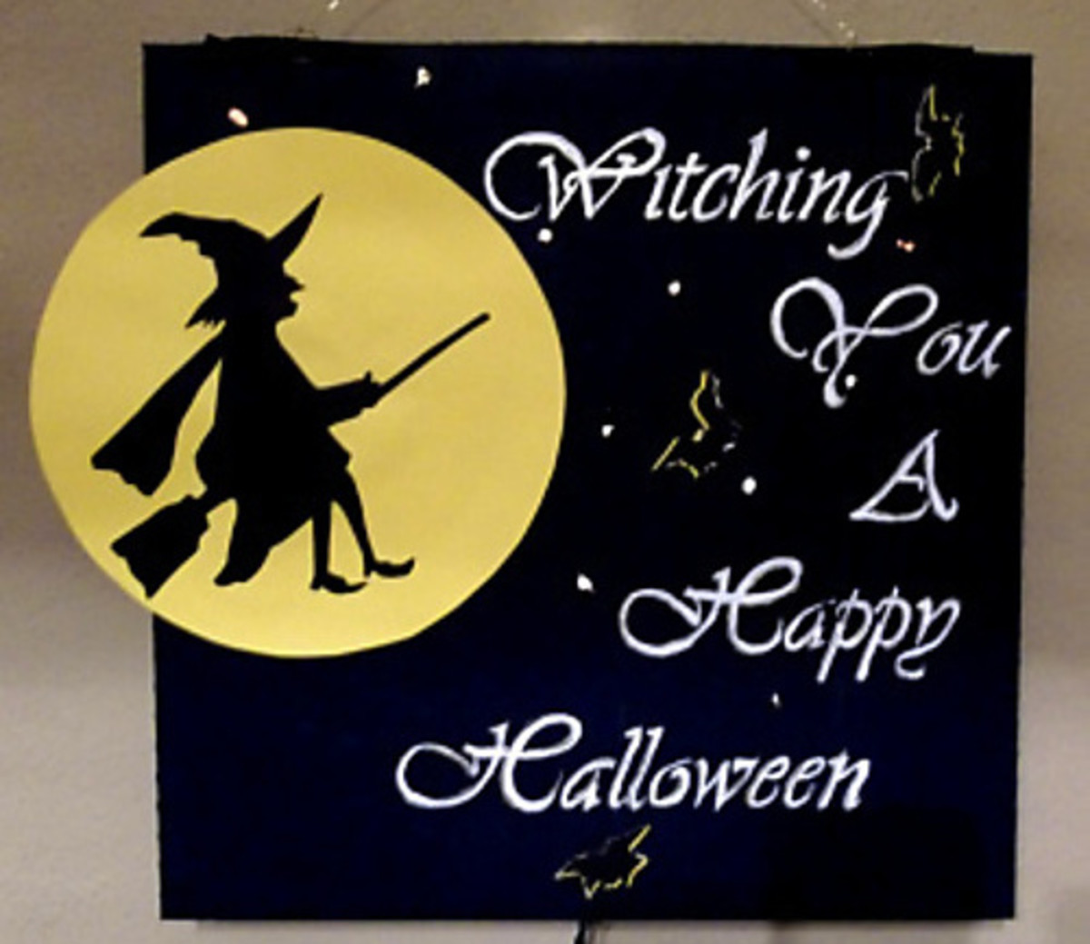 How to Make a Witchy Halloween Decoration Out of a Pizza Box