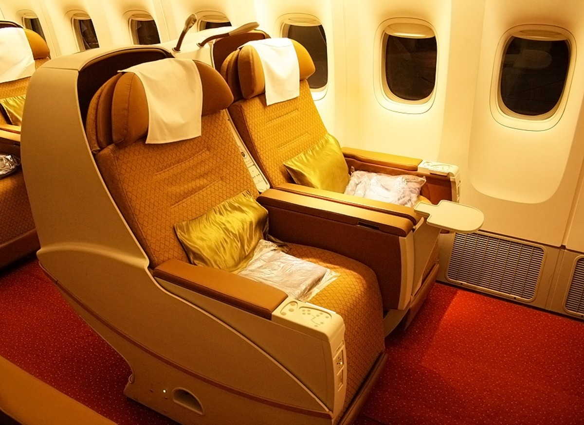 How to Fly Comfortably in Economy Class on Long-Distance International Flights