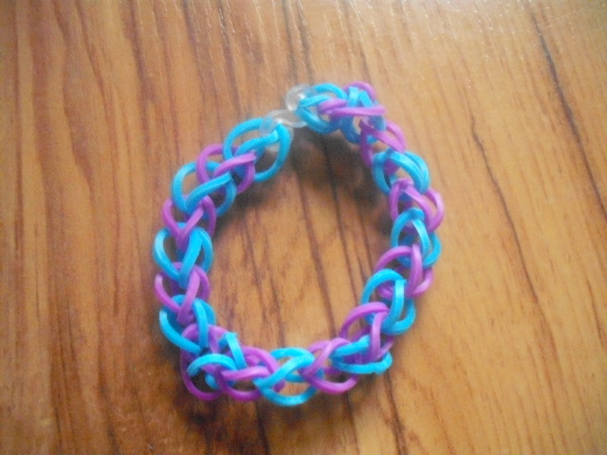 A Loom Band Bracelet Made Without a Loom