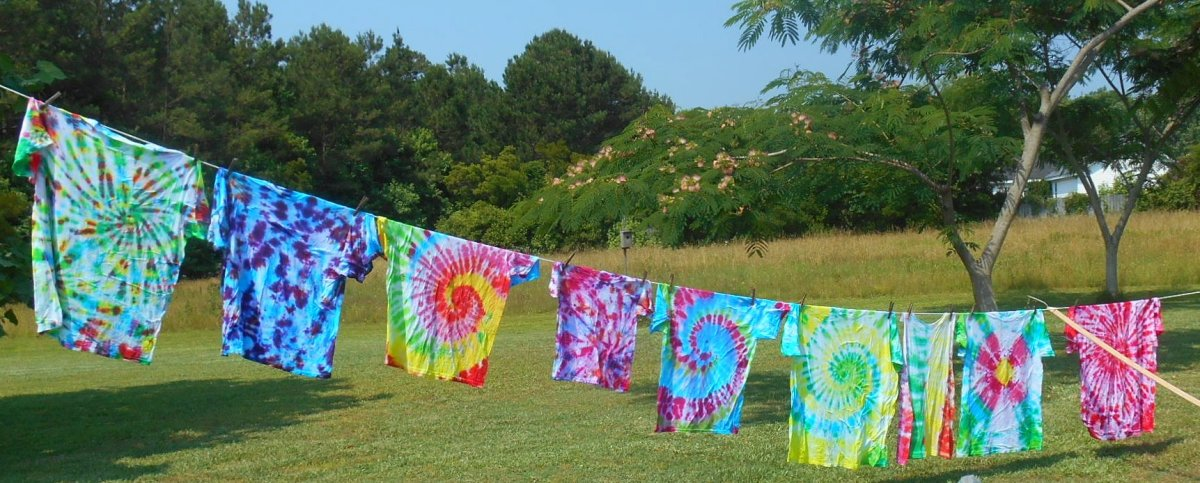 How to Tie Dye T-Shirts With Kids: A Fun Family Activity