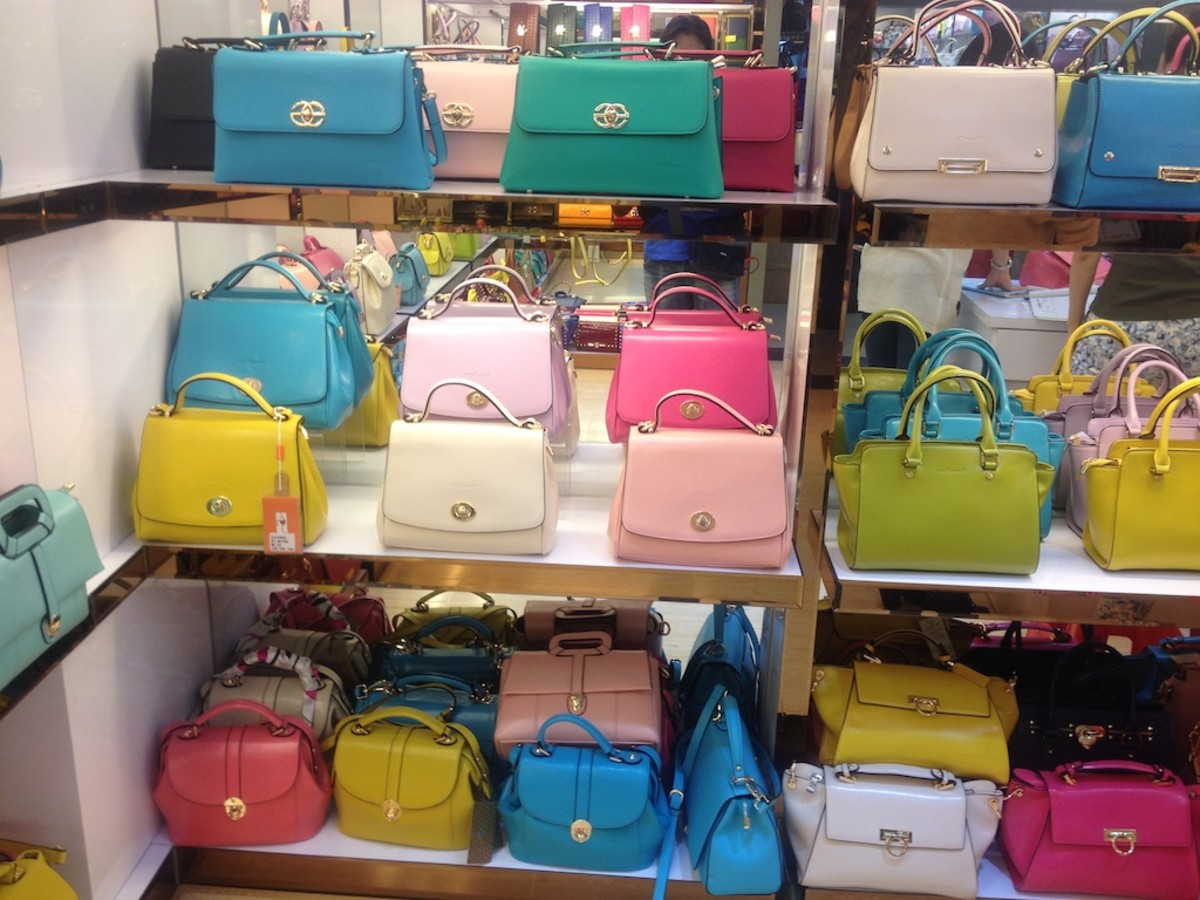 Bags in wholesale market at bargain price of USD 5 to 8