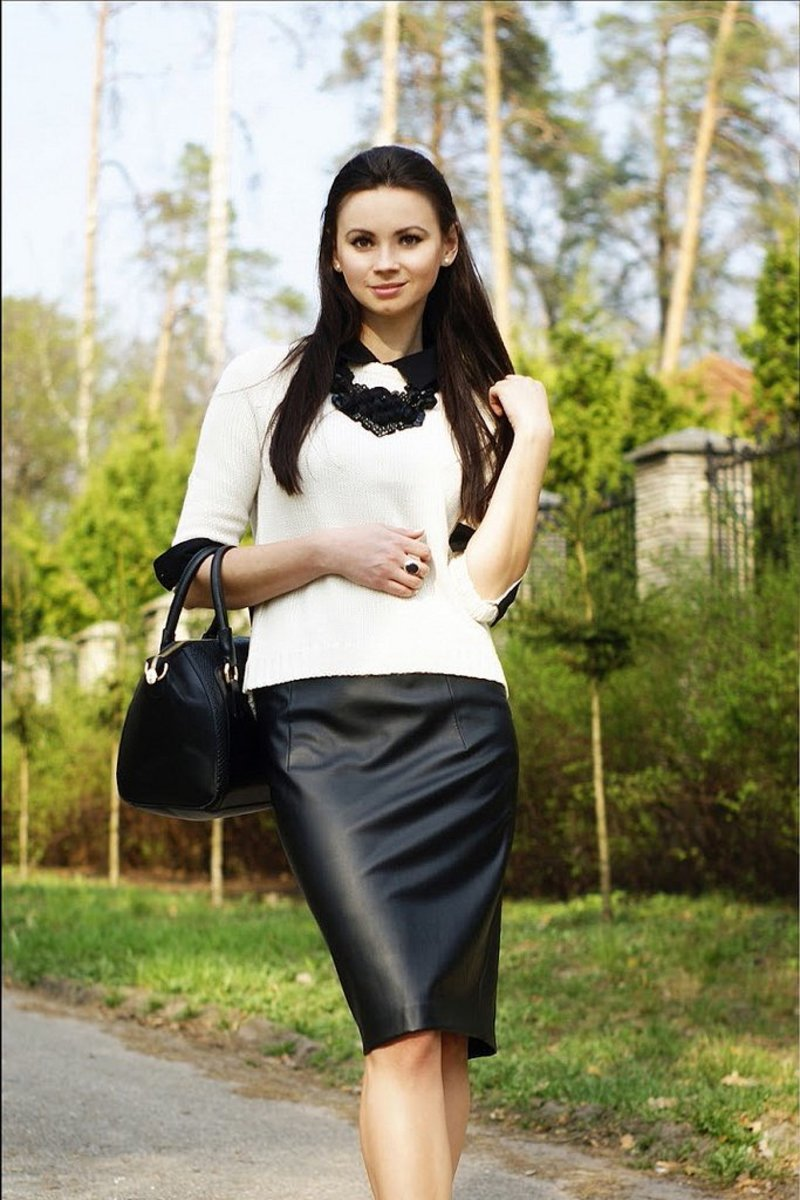 style tips on what to wear with a leather skirt bellatory