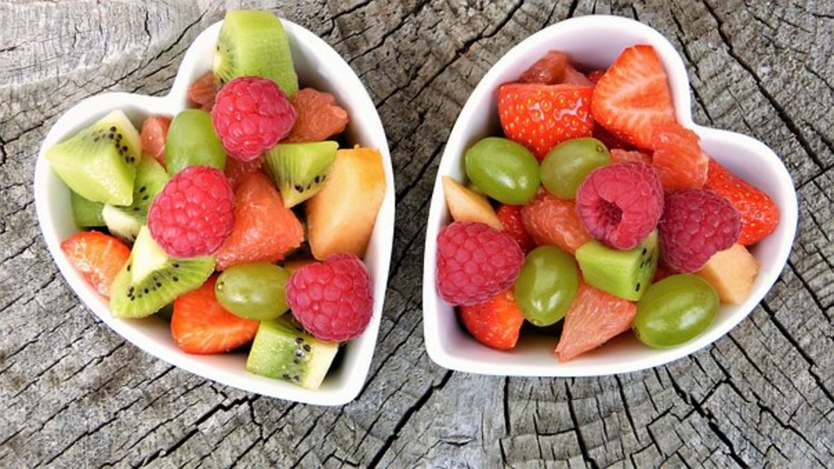 Dishes of healthy fruit which make nice snacks to offer at a party.