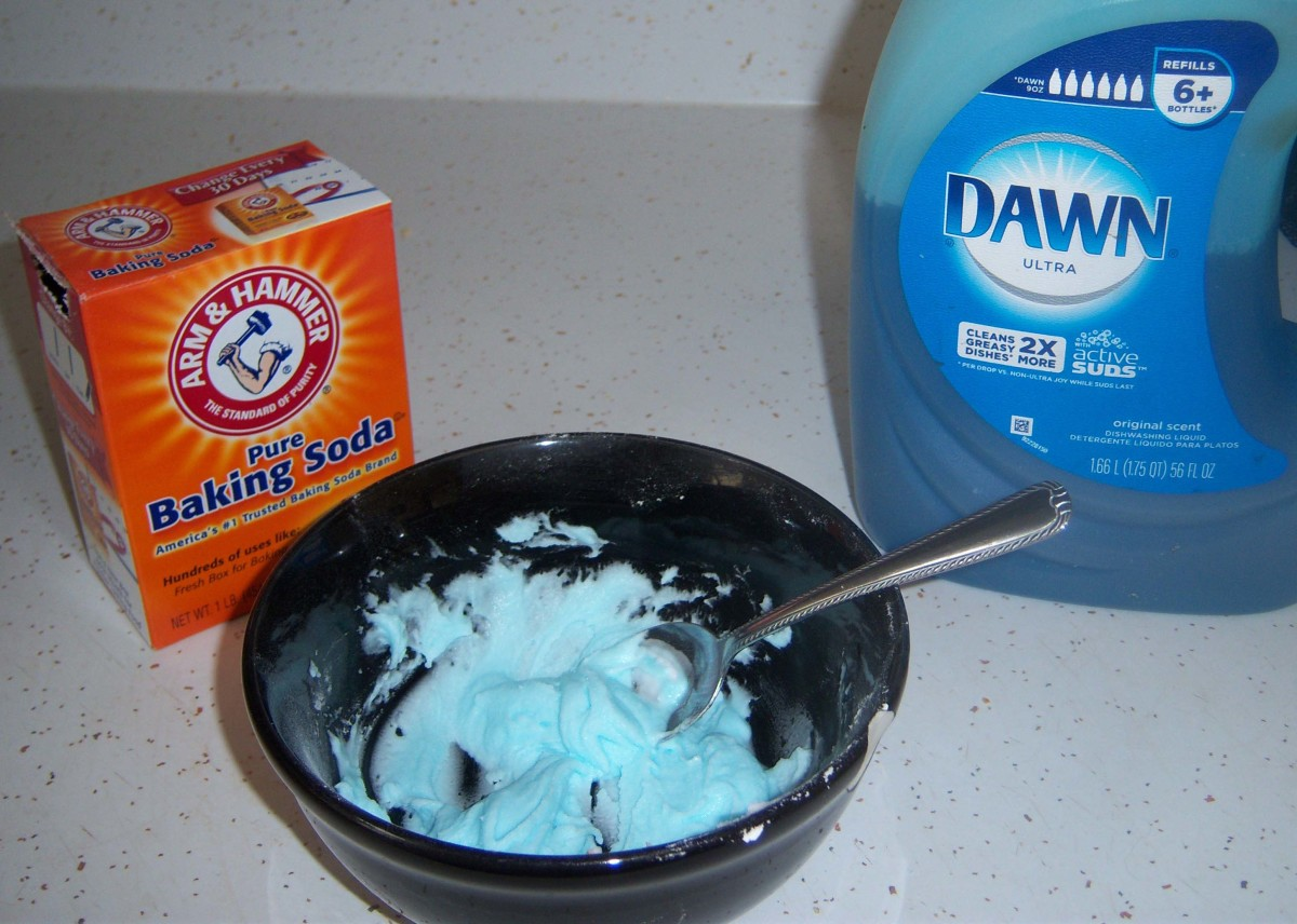 Not that I'd eat it, but the paste reminds me a bit of blue whipped cream. In reality, it has a thicker consistancy.