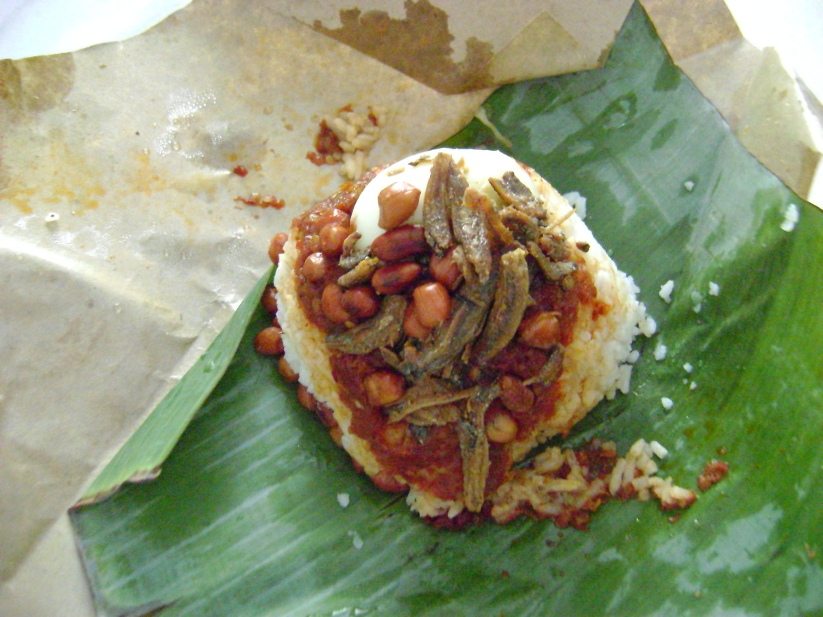 Nasi lemak is the most popular Malaysian breakfast.