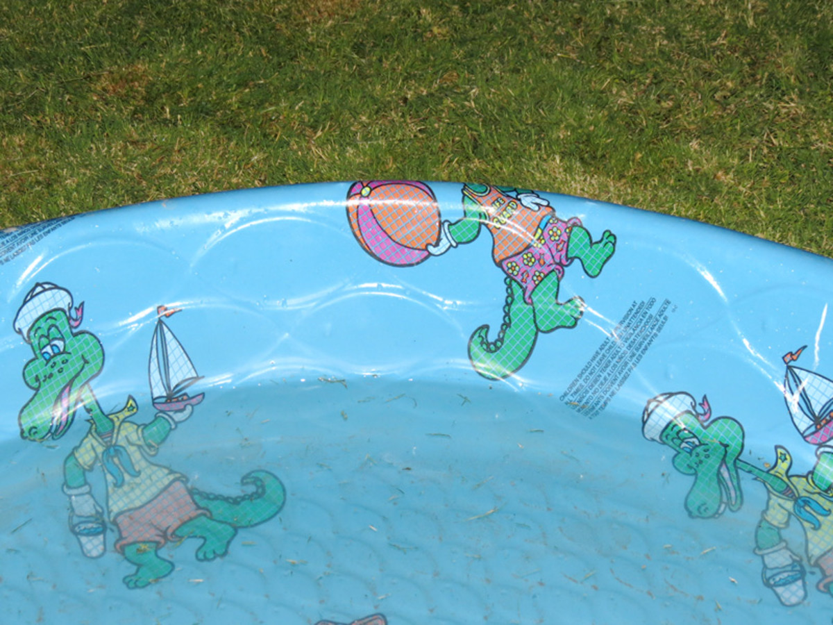 My son's pool lost 1.4 inches (about 44 gallons) of water in a week.